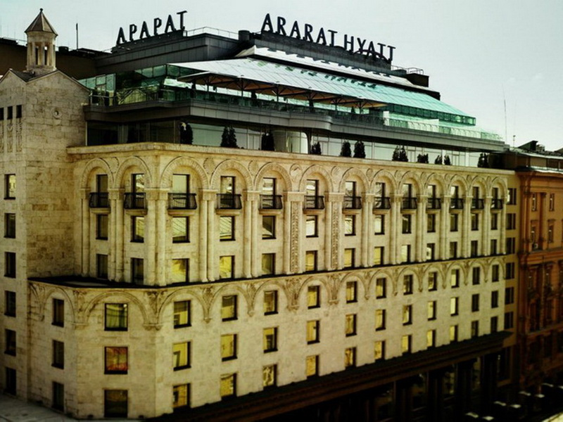 Дорогие и роскошные: топ-10 отелей Москвы и стоимость проживания в них
