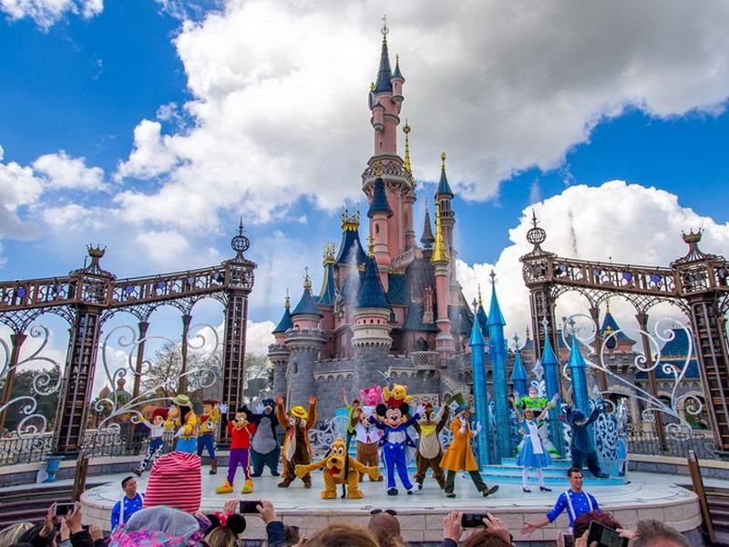 Как дети малые: топ-5 лучших парков развлечений в мире
