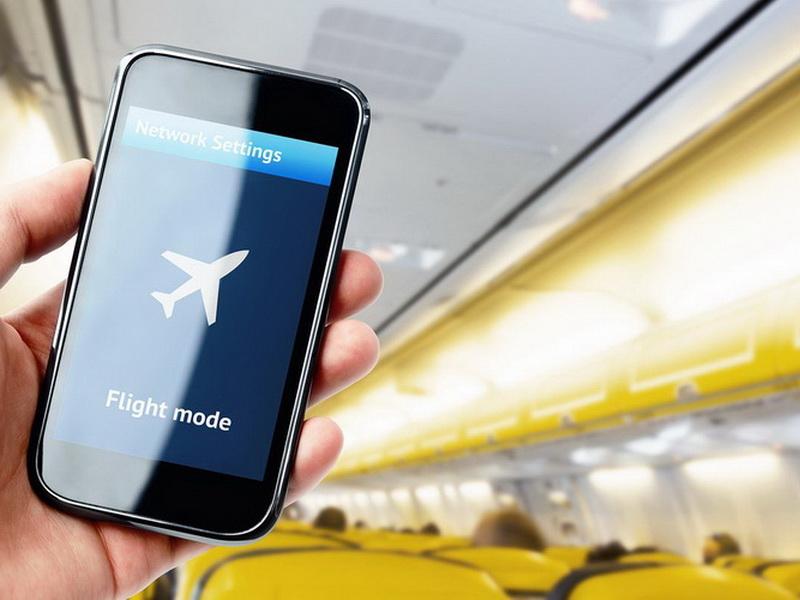 Почему в самолете не разрешается пользоваться телефоном