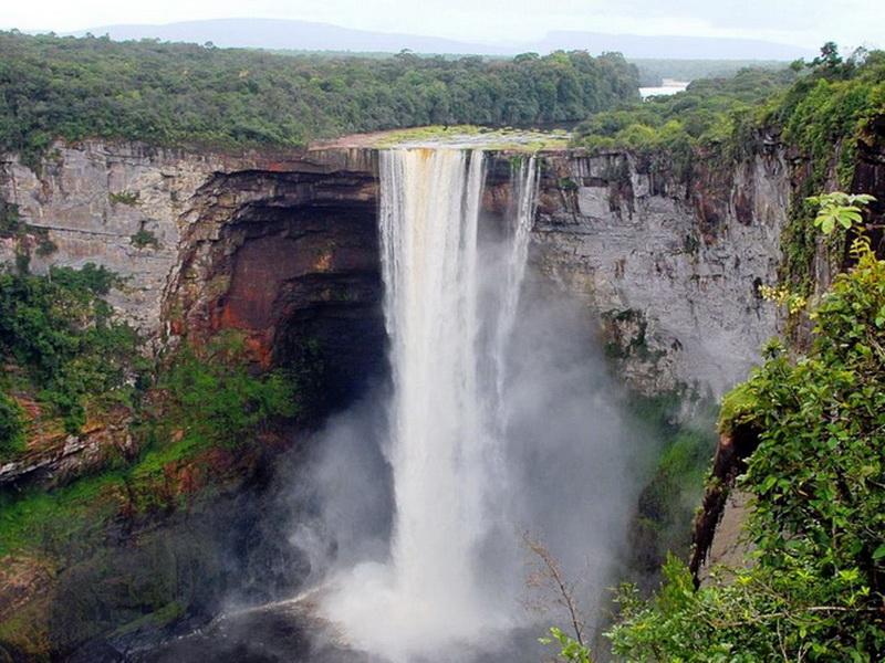 Чудеса природы: топ-5 самых высоких водопадов мира