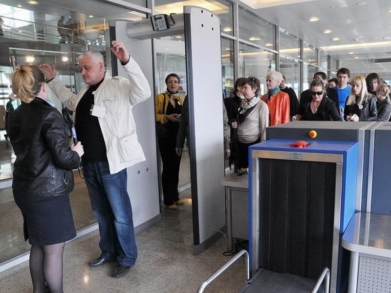 Контроль безопасности в аэропорту: как пройти процедуру?