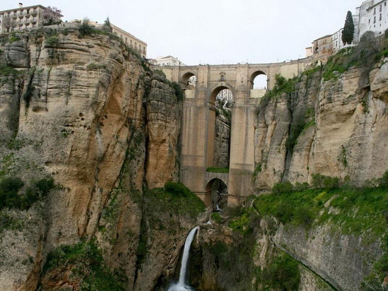 Чудеса творения: топ-5 самых необычных мостов со всего мира