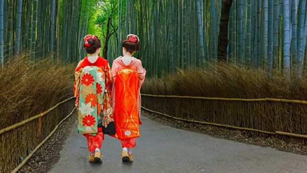 Туристам запретили фотографировать гейш