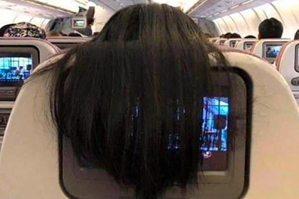 Пассажирку самолета назвали мерзкой из-заволос
