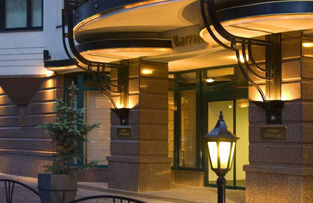 Женщина 3месяца бесплатно прожила вэлитном отеле